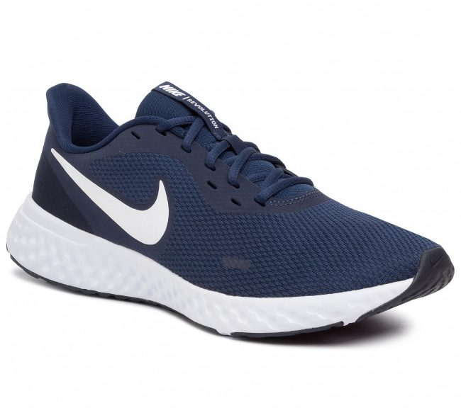 Nike Revolution 5: Detailed Shoes